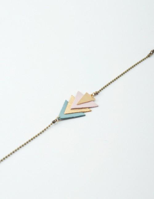 mementomori,bijoux,tete,femme,cuir,laiton,reglable,triangle,createur